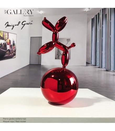 Ballon de Chien Rouge sur une Sphère de Nickel