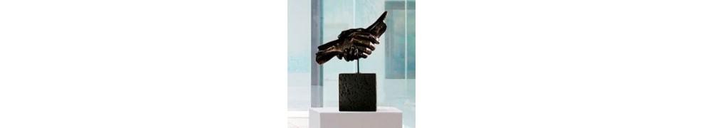 Acheter une sculpture dans une galerie d'art contemporain